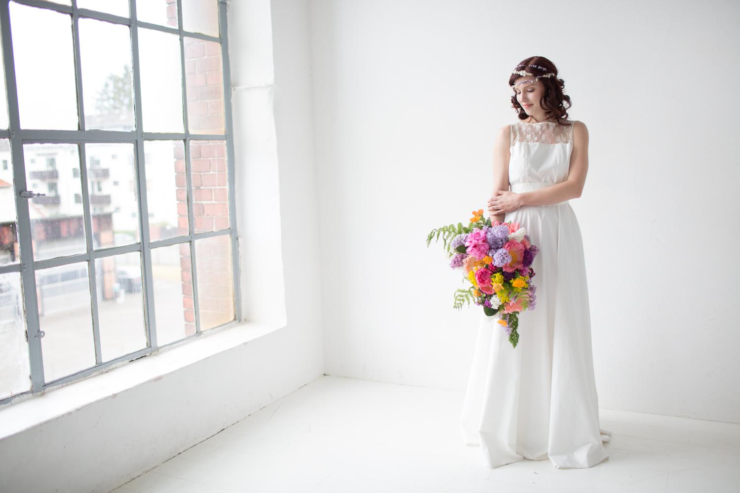 """schlichtes Brautkleid """"Blütenfee"""" mit transparenter Spitze"""