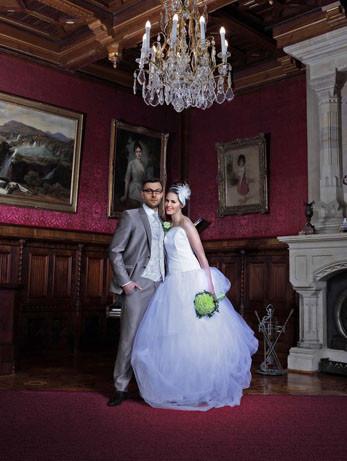 Hochzeitskleider mit Corsage und mit weitem Rock über gebauschtem Tüll Foto: Anna Reineke