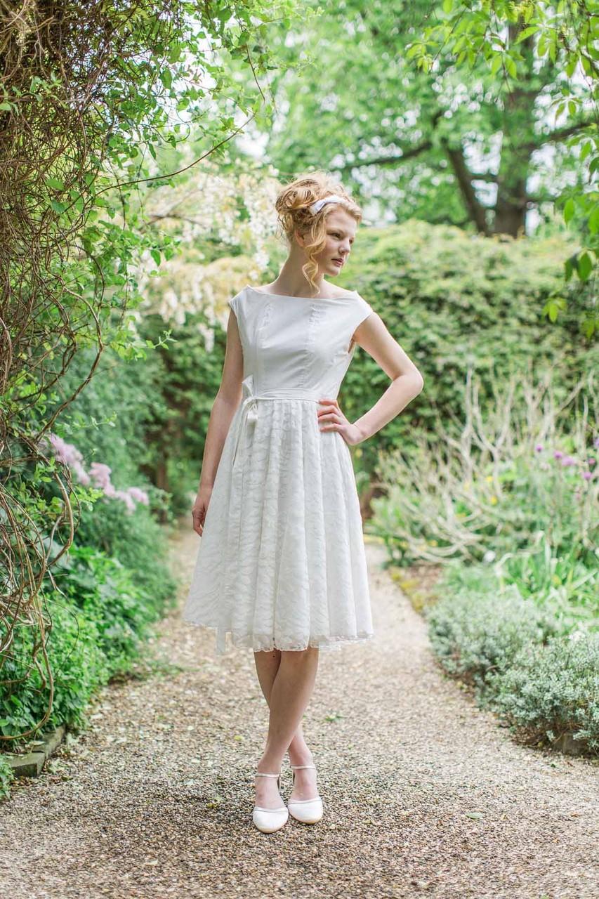 """kurzes Brautkleid """"Sonnentochter"""" aus Biobaumwolle mit Spitze"""