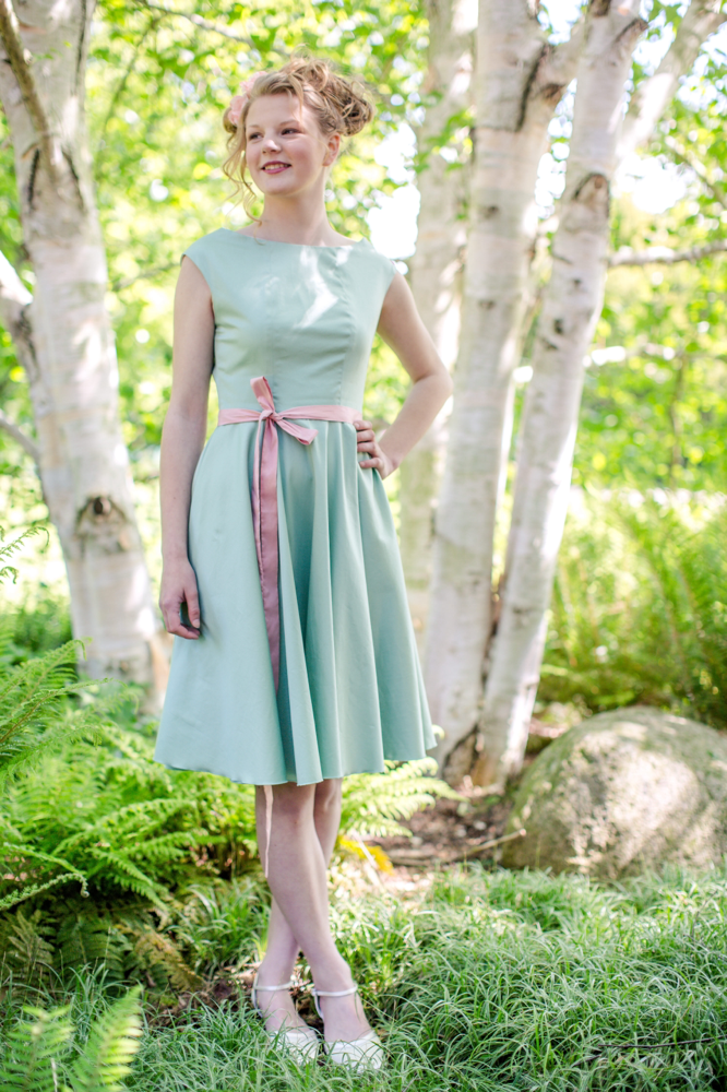 "Knielanges Cocktailkleid ""Sonnentochter"" in mint"