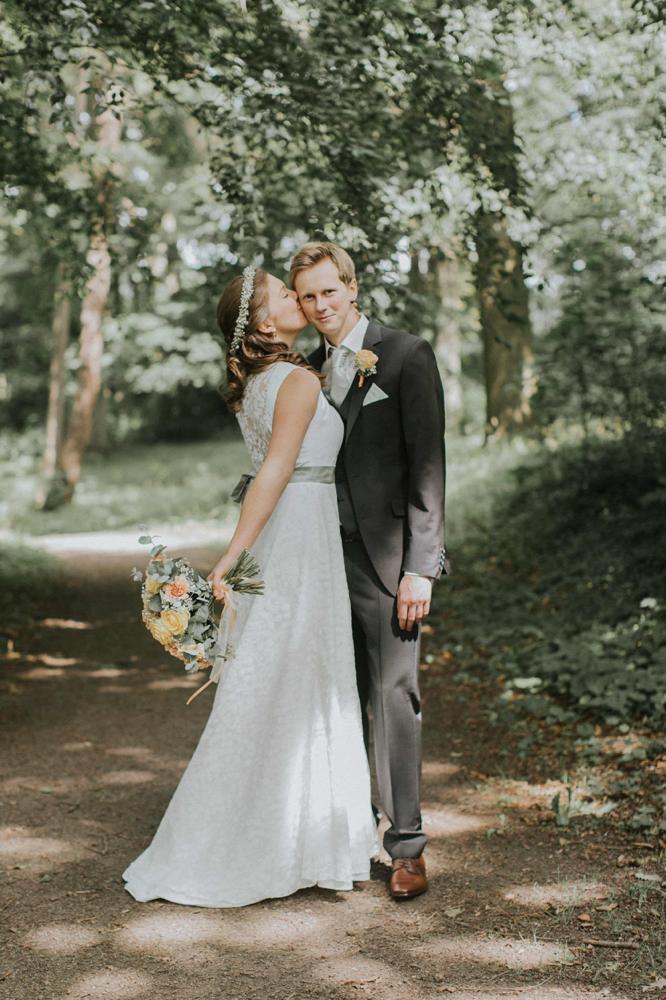 Kleid für die Hochzeit im natürlichen Stil