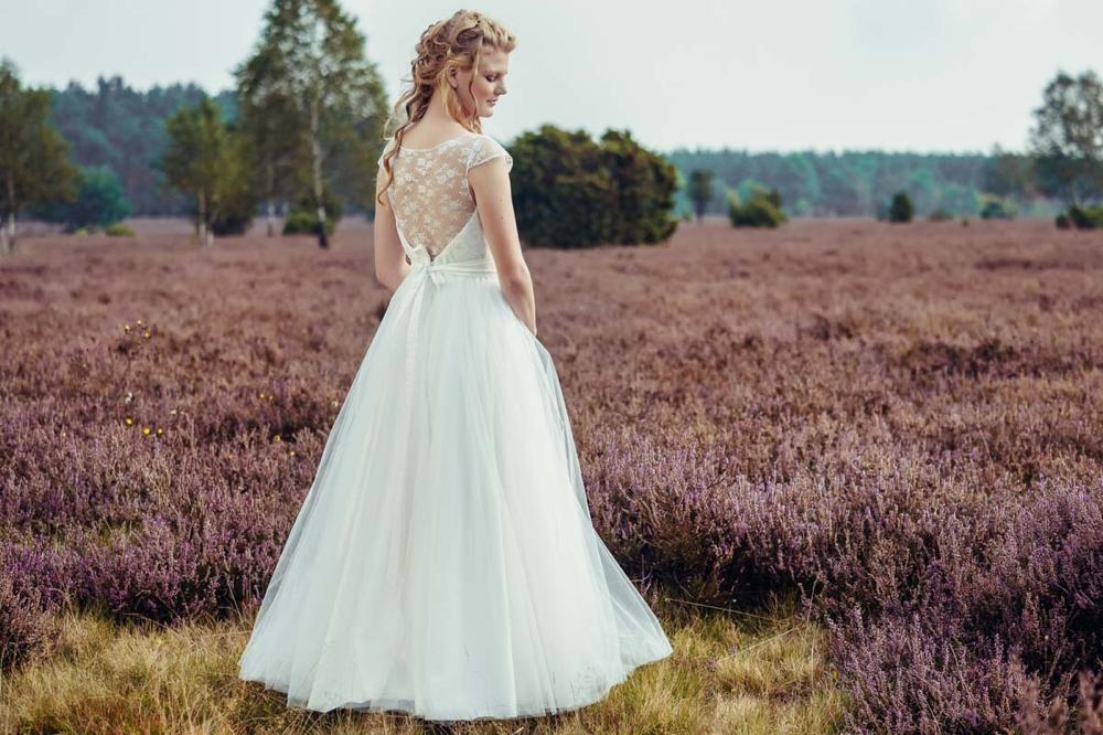 Vintage Brautkleid mit Spitzentop und weitem Tüllrock