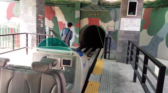トロッコ列車のようなシャトルトレイン※7