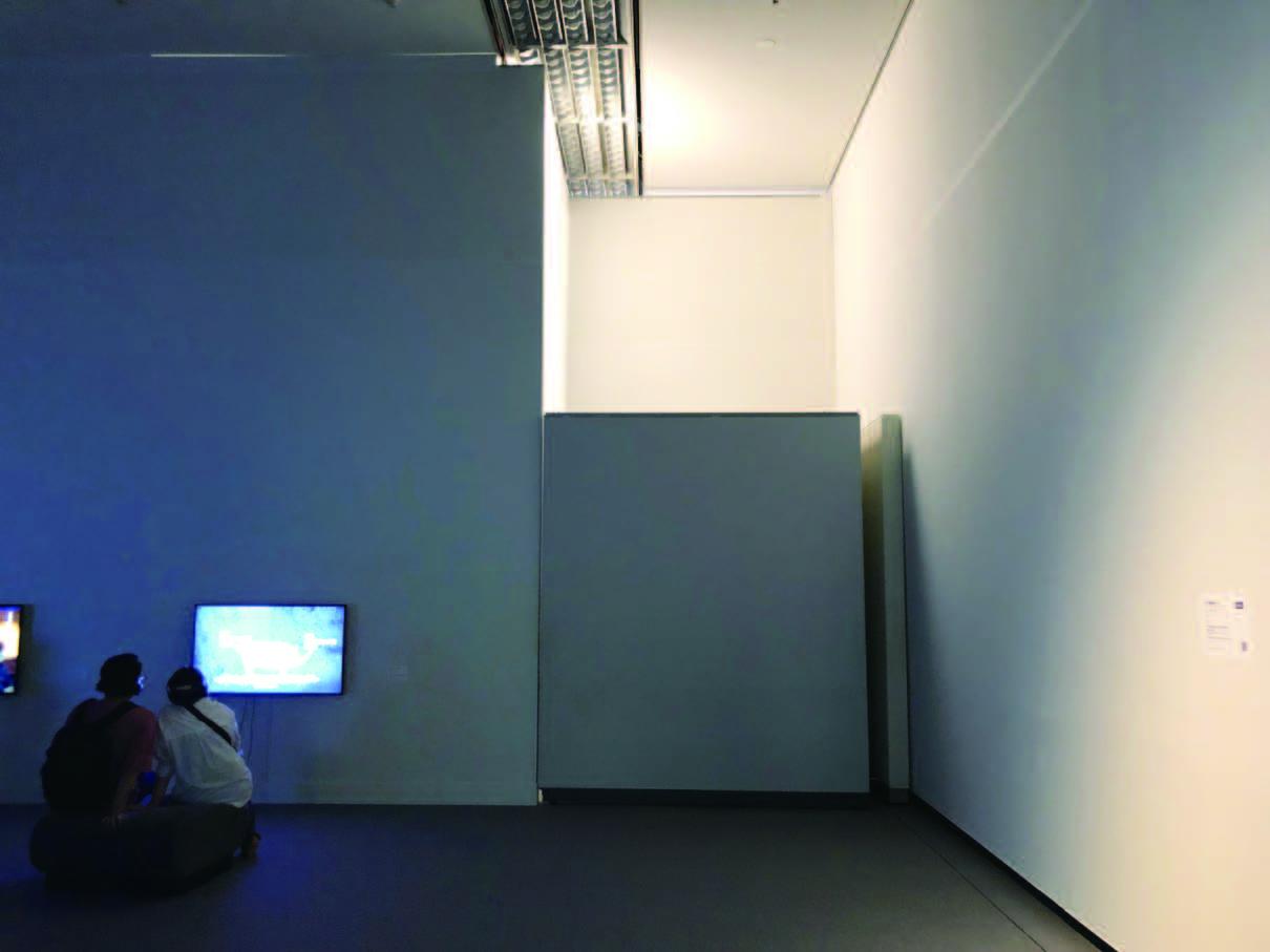 「表現の不自由展・その後」の入口をふさいだ壁。