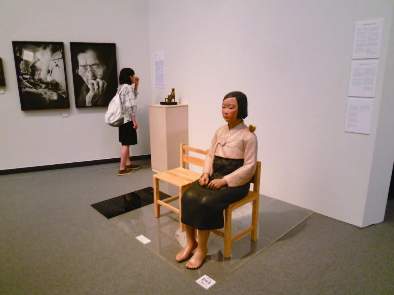 キム・ソギョン、キム・ウンソン 平和の少女像 2019 年(*中止前に筆者が撮影)