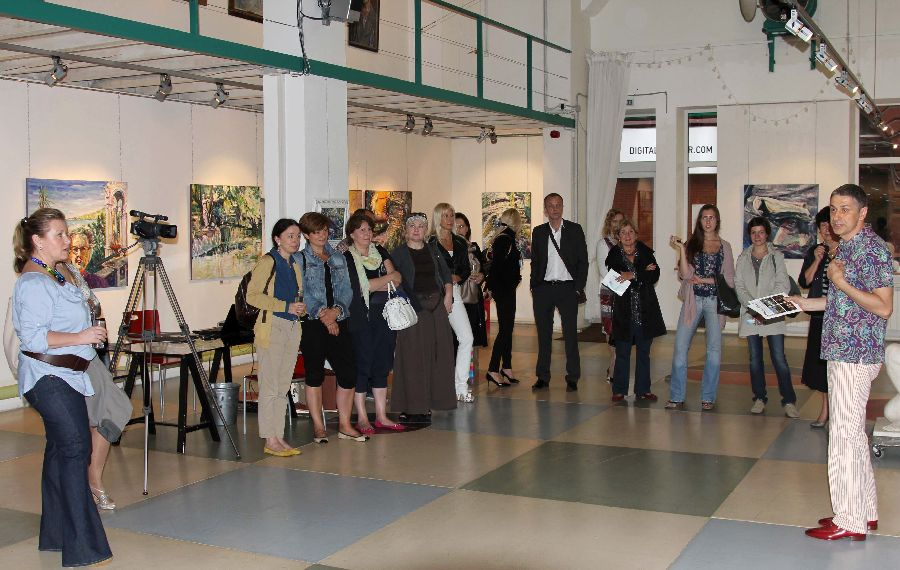 Vernissage in the gallery Art Colony. Red October, Moscow, 11.08.2011