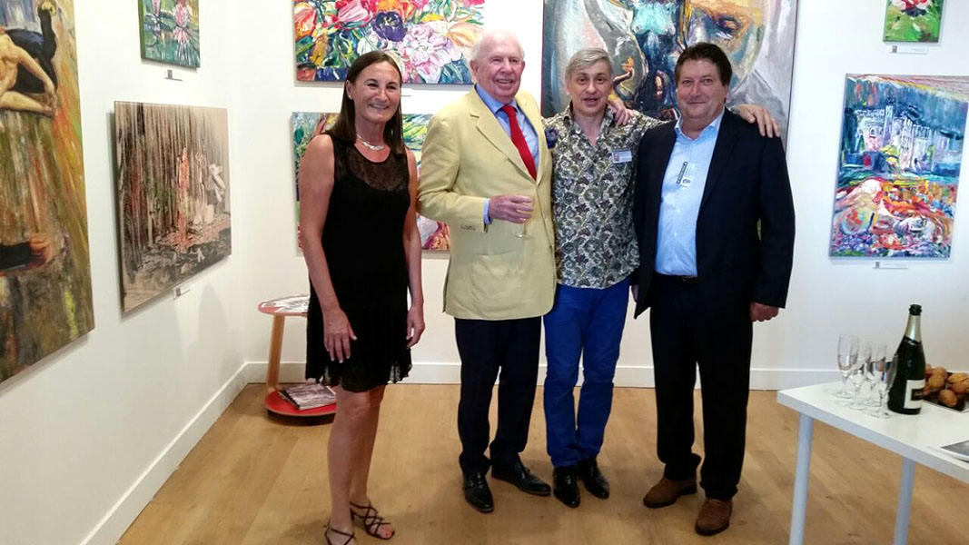 Mayor of the city a Count Leopold Lippens and the organizers of the Art Fair Tuteleers family on the stand