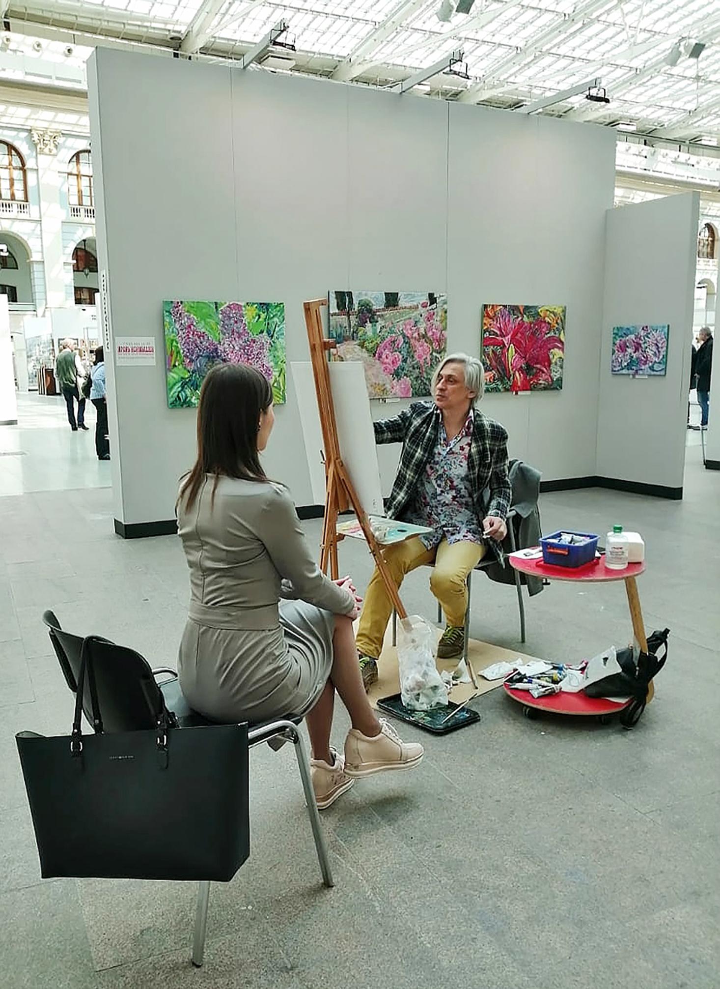 A portrait in process. At the Art April Fair. Gostiny Dvor, April 2019