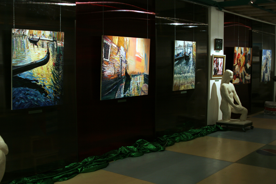 Vernissage of the exhibition 'Black Emerald, Spangle Of Venice'. Art Colony Gallery, Red October, Moscow 12.10.2010.