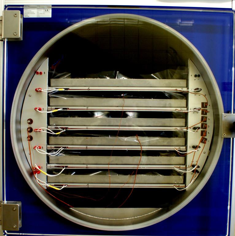 Blick in die kleine Vakuumkammer
