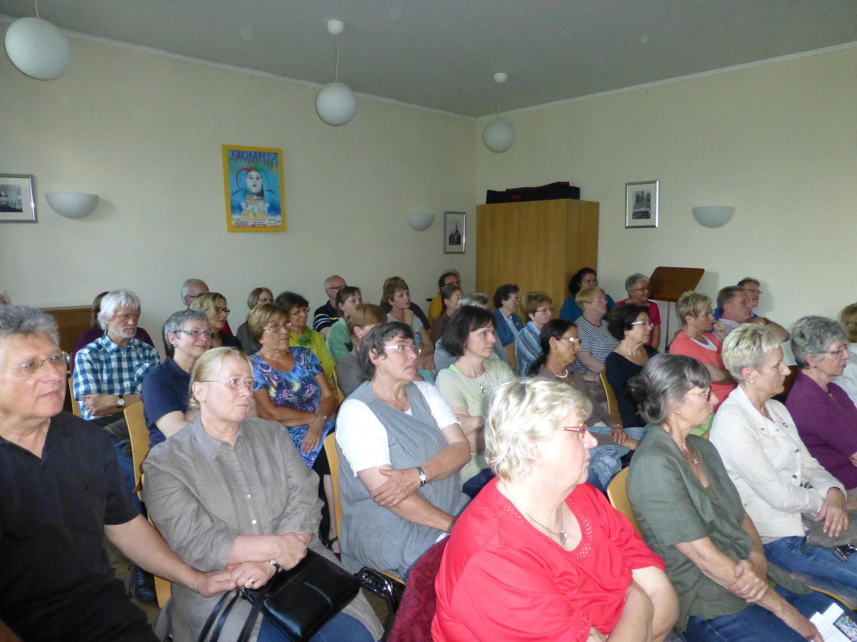 Zuhörer bei Vortrag in Homburg 2014