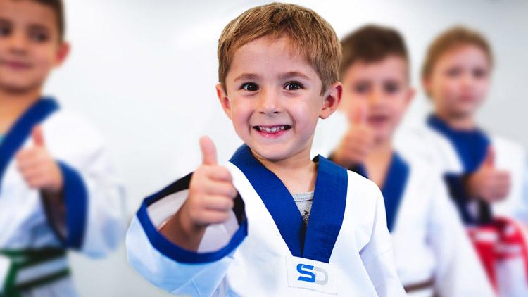 Junior Heroes Kind Daumen nach oben