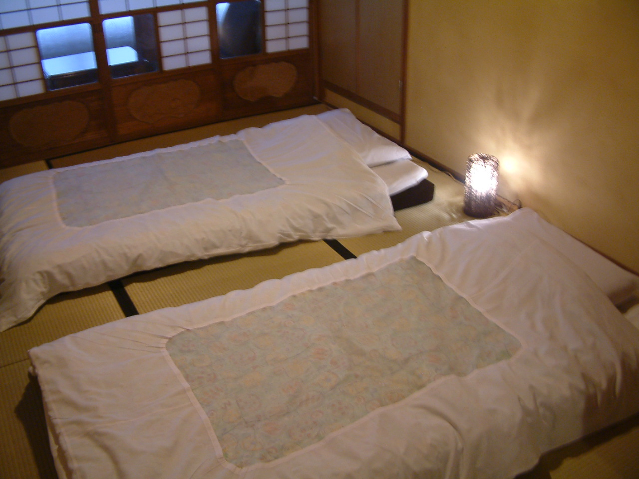 寝室 寝具一例 ベットマットをご用意しております。