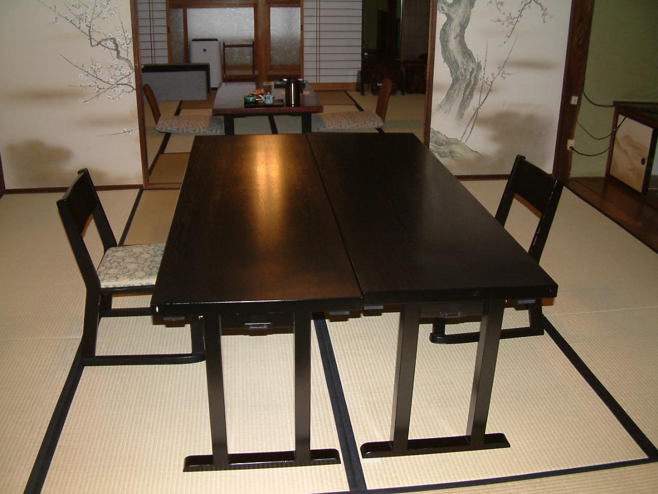 食事所 一例 イス、テーブルでご用意してあります