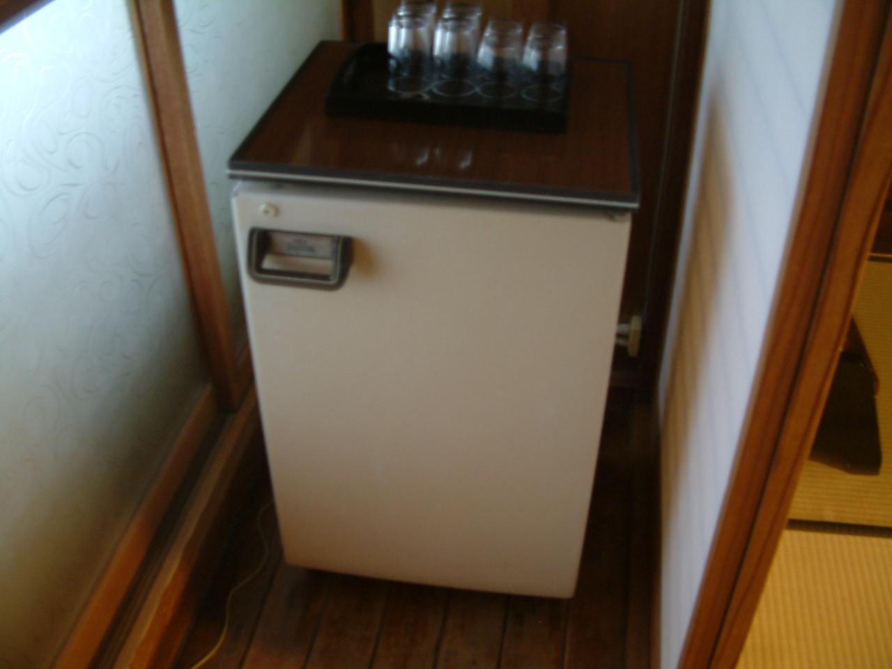 冷蔵庫 一例 昔ながらの冷蔵庫を残しています。電気代は高いです。