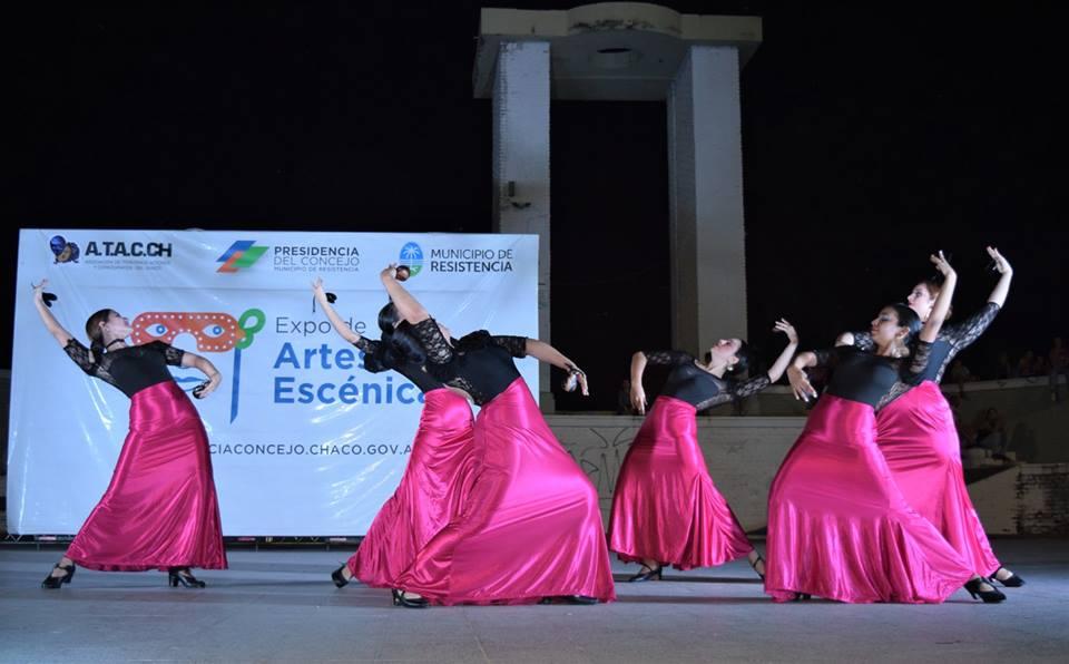 Compañìa flamenca bailando en escenario de EXPOARTES 2019
