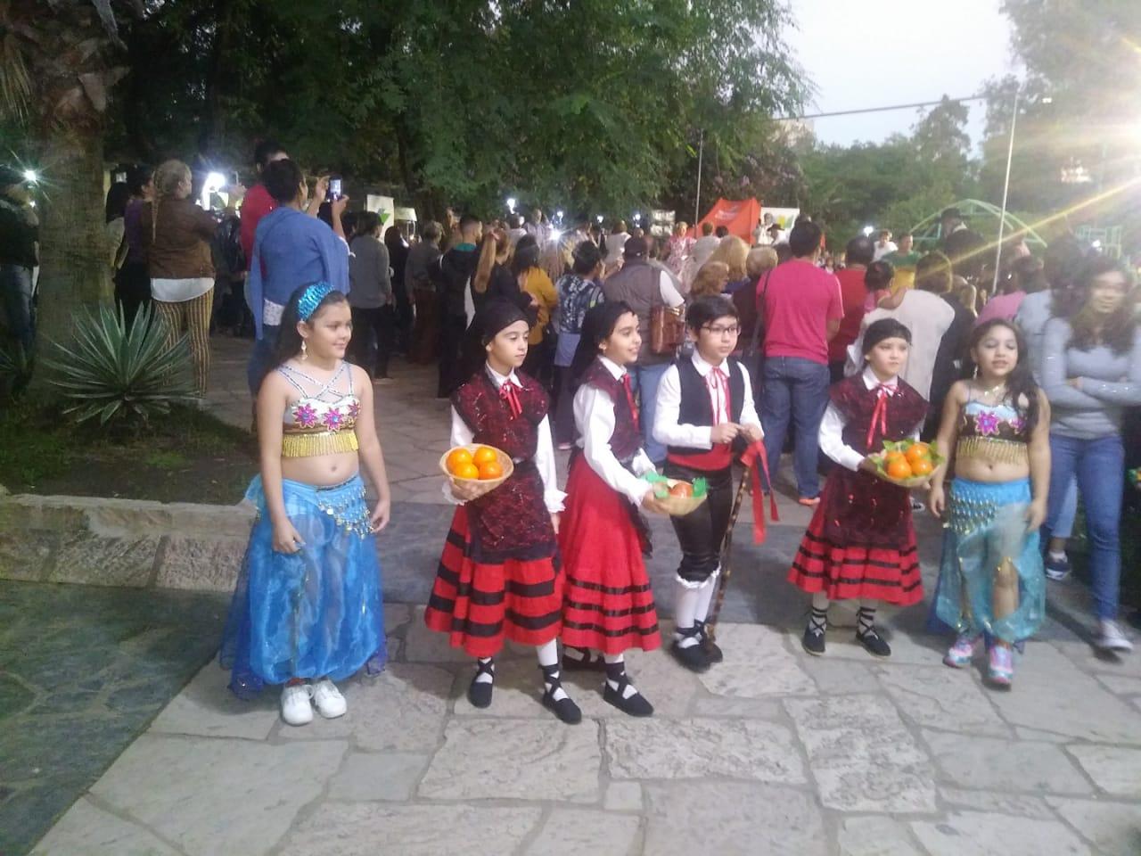 Dia de la danza, actuacion plaza central de Resistencia