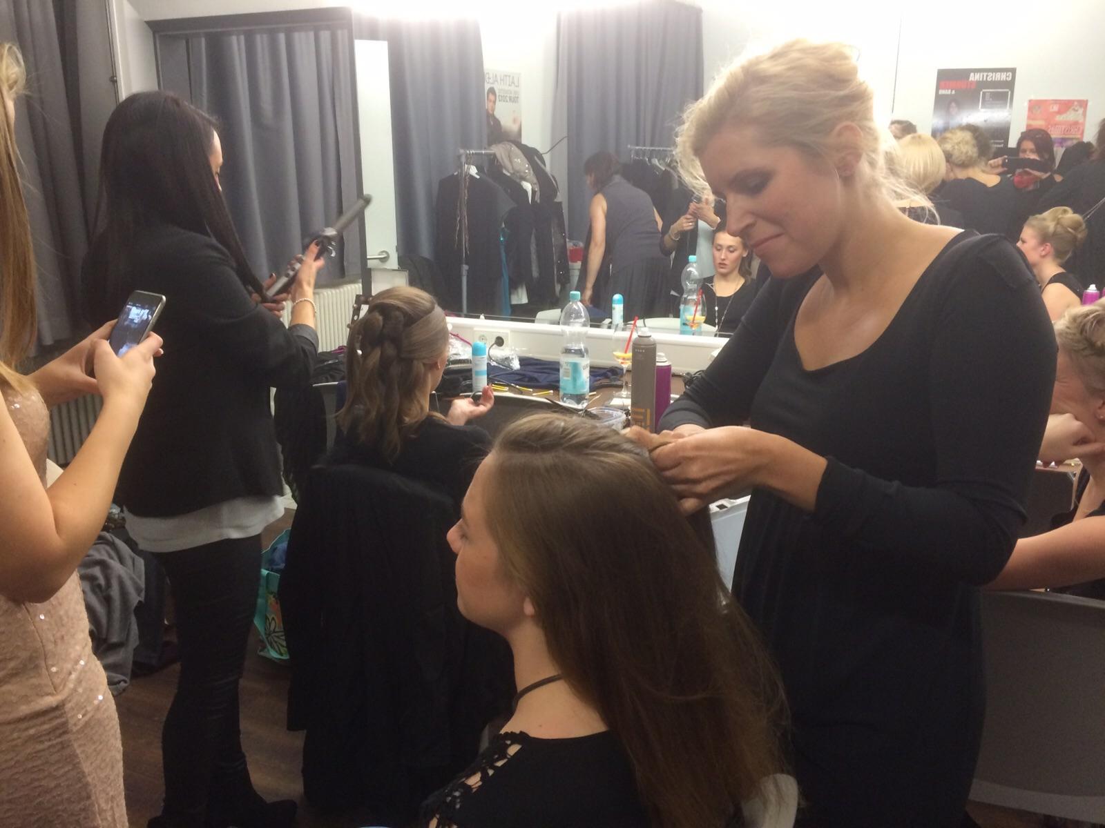 NONarte®-Fashion Event Garderobe Caroline Maas - Haare machen Leute am Werk