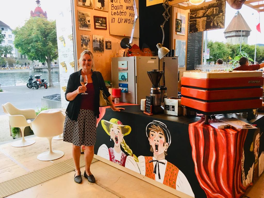 An der Café Bar Güllen, vor Ort gemalt im August 2019