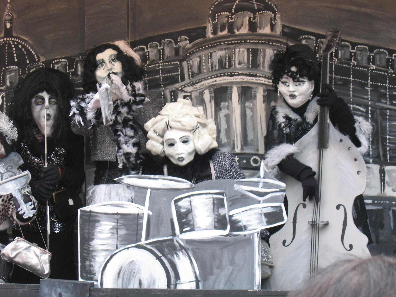 Fasnacht Domus,  gemalte Kulisse, Schwarzweissfilme, 2010