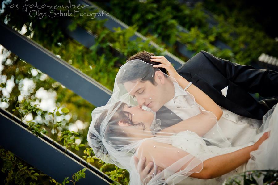 Hochzeit in Koblenz, After-Wedding-Shooting in Koblenz, Braut, Brautkleid, Park, Lachen, Koblenzer Schloss, Brautpaar, Brautpaarshooting in Koblenz, Kuss, Schleier
