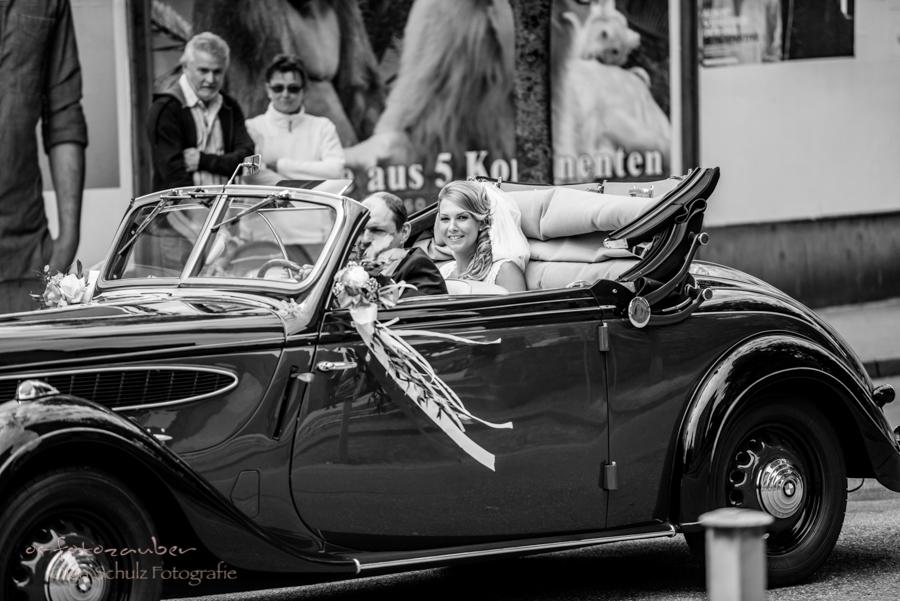 Hochzeitsreportage Koblenz, Hochzeitsreportage Zweibrücken, Hochzeitsfotografin, Hochzeitsfotograf Koblenz, Oldtimer, kirchliche Trauung, Ankunft der Braut, os-fotozauber, Olga Schulz, olga-schulz-fotografie, Hochzeitsfotos, Hochzeitsfotograf