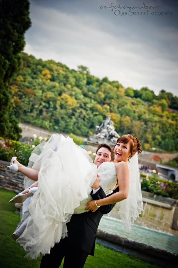 Hochzeit in Koblenz, After-Wedding-Shooting in Koblenz, Braut, Brautkleid, Park, Lachen, Koblenzer Schloss, Brautpaar, Brautpaarshooting in Koblenz