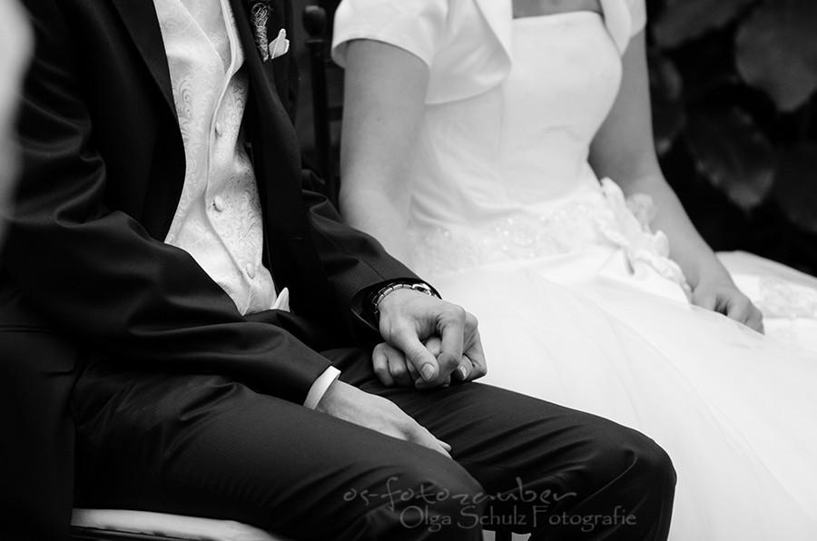 Braut, Glückwünsche, Portrait, Olga-Schulz-Fotografie.de, Olga Schulz, Klostergut Besselich, Hochzeitsfotografin Koblenz, Hochzeitsfotograf Koblenz, Brautpaar, Hochzeit in der Weihnachtszeit, Brautkleid, Hochzeitsreportage, Trauung, Brautstrauß