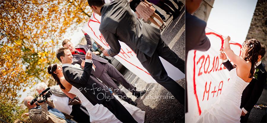 Hochzeit Koblenz, Kobern-Gondorf, Hochzeit in Matthiaskapelle, Brautpaar, Brautpaarshooting, Herbstliches Hochzeitsshooting, Hochzeitsreportage, Braut, Braustrauß, Brautkleid, Trauung, Ringtausch