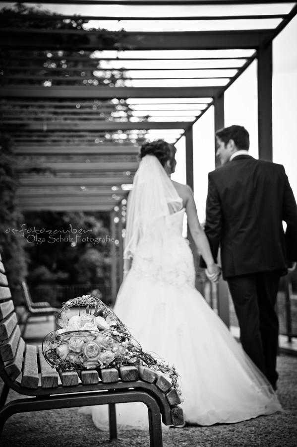 Hochzeit in Koblenz, After-Wedding-Shooting in Koblenz, Braut, Brautkleid, Park, Lachen, Koblenzer Schloss, Brautpaar, Brautpaarshooting in Koblenz, Brautstrauß