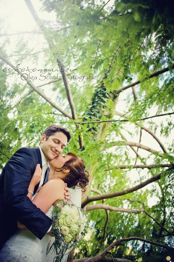 Hochzeit in Koblenz, After-Wedding-Shooting in Koblenz, Braut, Brautkleid, Park, Lachen, Koblenzer Schloss, Brautpaar, Brautpaarshooting in Koblenz, Kuss, Brautstrauß, Rheinpromenade