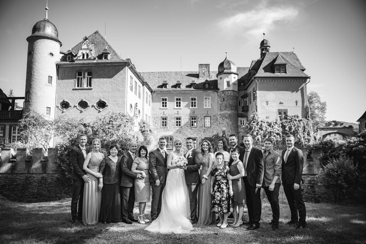 Burg Namedy, Hochzeitslocation, Brautpaarshooting, Familienfotos, Hochzeitsfotografie, Hochzeitsfotograf Koblenz, Hochzeitsfotografin, Hochzeitsreportage Koblenz, Schloss Namedy, Hochzeit Andernach, Hochzeit Koblenz, heiraten in Koblenz