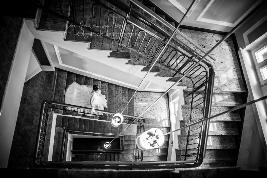 Hochzeitsfotograf Koblenz Hochzeitsfotografin Olga Schulz os-fotozauber grand hotel bad ems Heinz Höhr-Grenzhausen Getting-Ready Hochzeitsreportage Traumhochzeit Gadsby-Style 20er Jahre Oldtimer Hochzeitsfotografie Reportage Vintage Location Brautjungfern