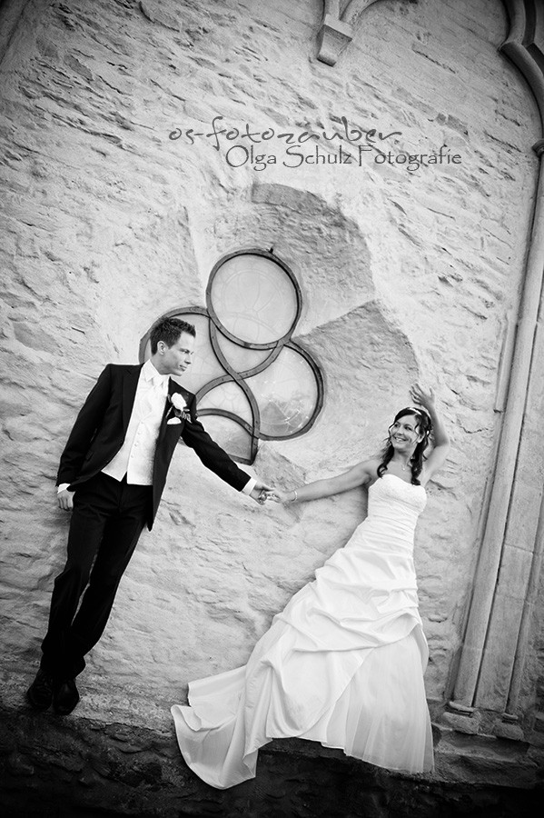 Hochzeit Koblenz, Kobern-Gondorf, Hochzeit in Matthiaskapelle, Brautpaar, Brautpaarshooting, Herbstliches Hochzeitsshooting, Hochzeitsreportage, Braut, Braustrauß, Brautkleid, Gegenlich