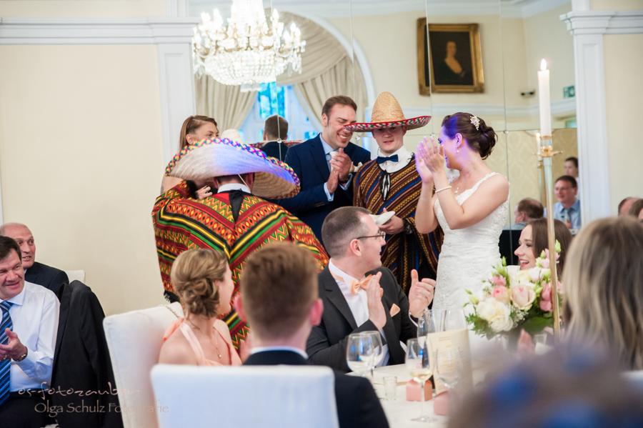 Hochzeitsreportage Koblenz, heiraten auf Schloss Liebieg, Hochzeitslokation Koblenz, Kobern-Gondorf, Hochzeitsfotograf Koblenz, Hochzeitsfotografie Koblenz, Traumhochzeit Koblenz, os-fotozauber, olga-schulz-fotografie.de, Hochzeitsfotografin Koblenz,