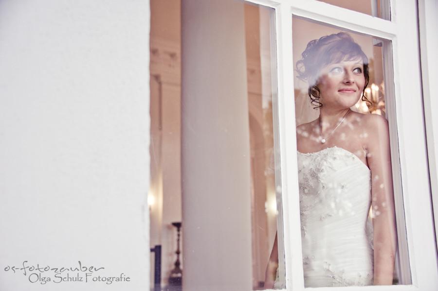 Hochzeit in Koblenz, After-Wedding-Shooting in Koblenz, Braut, Brautkleid, Fenster, Koblenzer Schloss, Brautpaar Brautpaarshooting in Koblenz