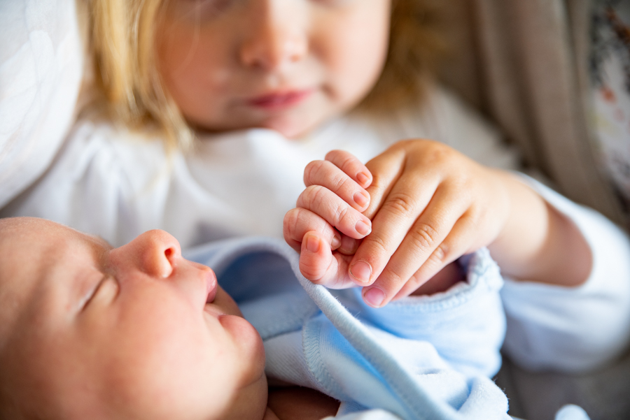kinderfotografie, homestory, neugeborenenshooting, geschwister, familiefotografie koblenz, kinderfotografin, shooting zuhause, koblenz, fotografie koblenz, os-fotozauber, olga-schulz-fotografie.de, olga schulz, neugeborenenfotografie koblenz, neugeborenen