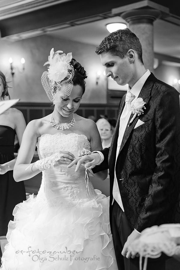 Hochzeitsreportage, Wiesbaden, Koblenz, Fotografin, Brautpaarshooting, Olga Schulz, Sonnenuntergang, Fotoshooting, Brautpaar, Romantik, kirchliche Trauung, Ringtausch