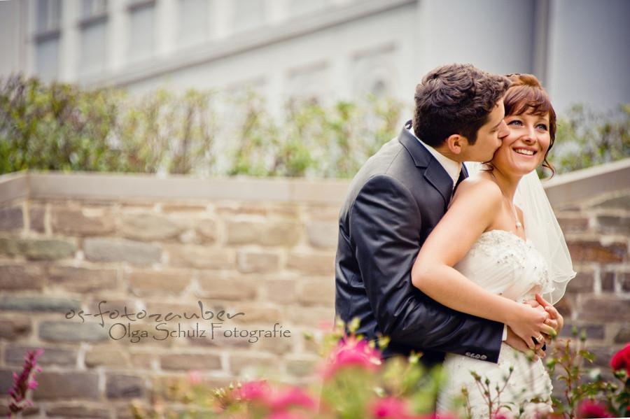 Hochzeit in Koblenz, After-Wedding-Shooting in Koblenz, Braut, Brautkleid, Park, Lachen, Koblenzer Schloss, Brautpaar, Brautpaarshooting in Koblenz, Blumen, Blumengarten, Rosengarten