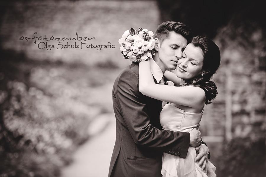 Kurfürstliches Schloss, Koblenz, Heiraten im Schloss, Standesamt Koblenz, standesamtliche Trauung, Ringtausch, Brautpaar, verliebt, Braut, Bräutigam, Kuss, mit Freunden, Freude, Liebe, Liebesglück