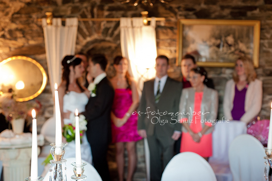 Hochzeit Koblenz, Kobern-Gondorf, Hochzeit in Matthiaskapelle, Brautpaar, Brautpaarshooting, Herbstliches Hochzeitsshooting, Hochzeitsreportage, Braut, Braustrauß, Brautkleid, Trauung