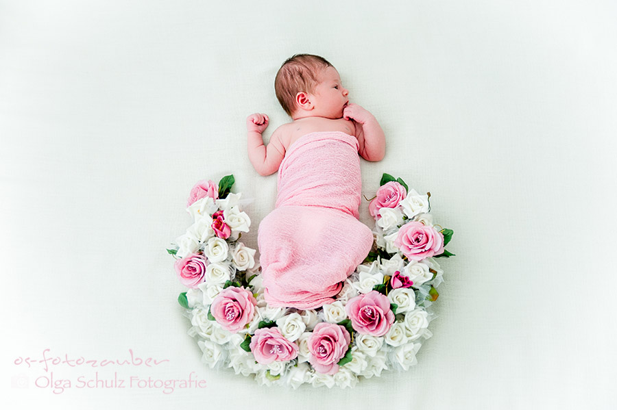 Neugeborenenfotografie Koblenz, Neugeborenenshooting Koblenz, Neugeborenes, Fotostudio Koblenz, Kinderfotografin, Familienfotografie, Babyfotografie, Studioset, os-fotozauber,