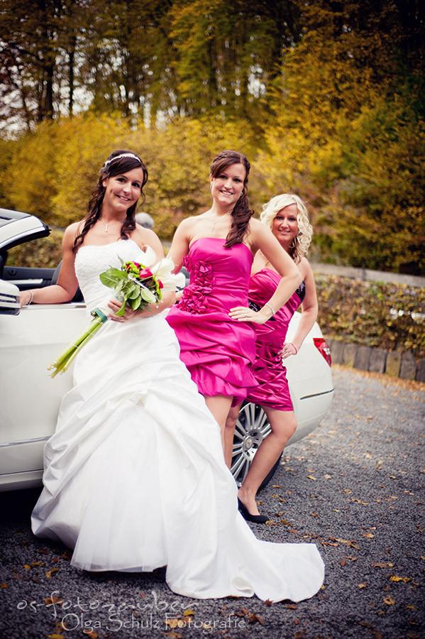 Hochzeit Koblenz, Kobern-Gondorf, Hochzeit in Matthiaskapelle, Brautpaar, Brautpaarshooting, Herbstliches Hochzeitsshooting, Hochzeitsreportage, Braut, Braustrauß, Brautkleid, Hochzeitsauto