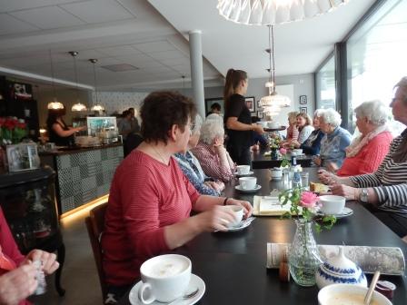 """… der Abschluss im neu eröffneten Lindlarer Café """"Lecker Kaffee""""  (Foto: D.Mathes)"""
