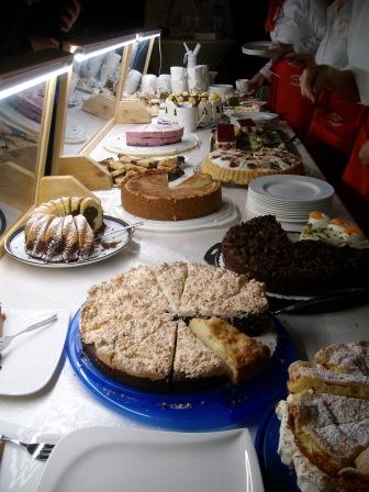 jeden Tag verschiedene Kuchenangebote (Foto: B.Löffler)