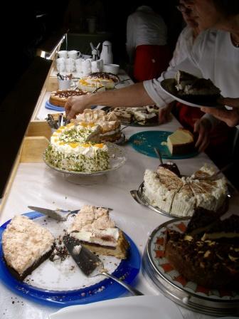 .. verschiedene Kuchenangebote (Foto: B.Löffler)