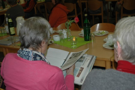 Fotos aus 70 Jahren Kreisverband Märkischer Kreis machten während der Versammlung die Runde. Foto:Negel-Täuber