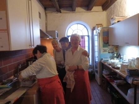 Abwaschen, Kaffee kochen in der Küche..(Foto: D.Mathes)