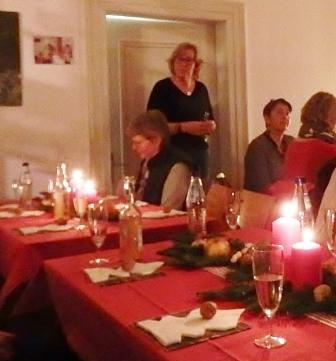 Martina Weiler (Mitglied des Vorstandsteams) begrüßt die LandFrauen (Foto:D.Mathes)