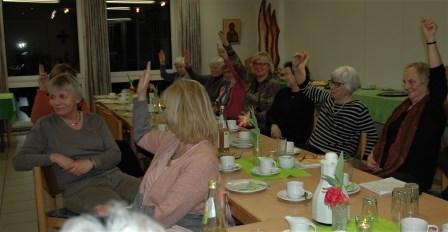 Einstimmig entlasteten die Rönsahler Landfrauen ihren Vorstand. Foto: Negel-Täuber